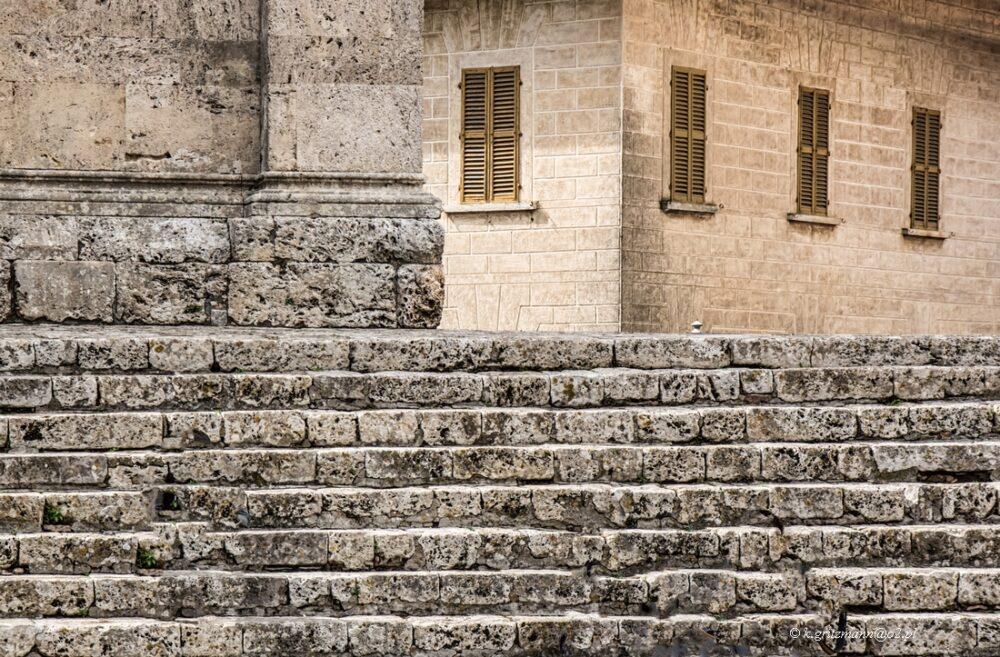 Massa Marittima -schody kościoła