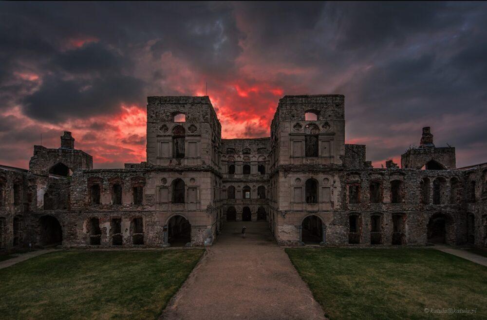 Krzyżtopór, Ujazd castle